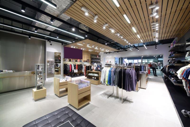 Download Совершенно новый интерьер магазина ткани Стоковое Изображение - изображение насчитывающей щедрот, дисплей: 40575185
