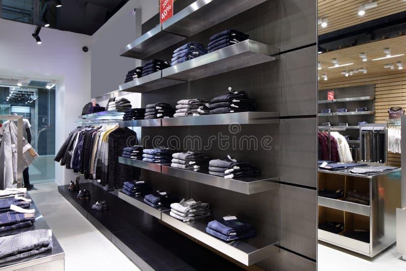 Download Совершенно новый интерьер магазина ткани Стоковое Изображение - изображение насчитывающей индустрия, деталь: 40575207