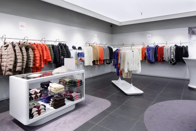 Download Совершенно новый интерьер магазина ткани Стоковое Изображение - изображение насчитывающей способ, черный: 40575211