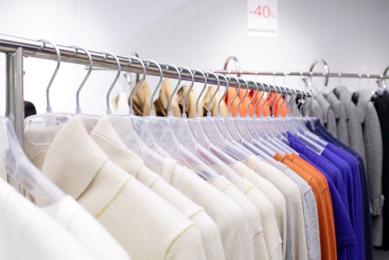Download Совершенно новый интерьер магазина ткани Стоковое Изображение - изображение насчитывающей коммерчески, свет: 40575217
