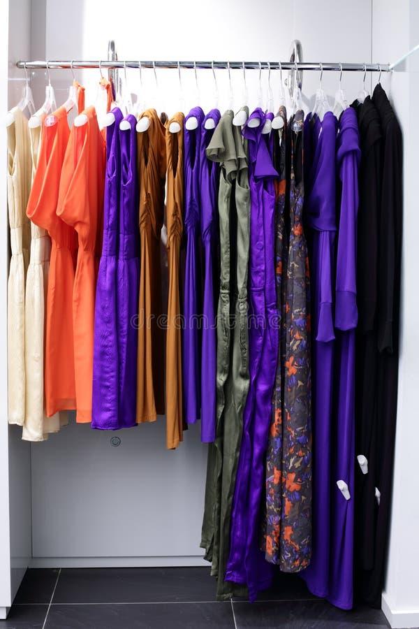 Download Совершенно новый интерьер магазина ткани Стоковое Фото - изображение насчитывающей черный, ares: 40575220