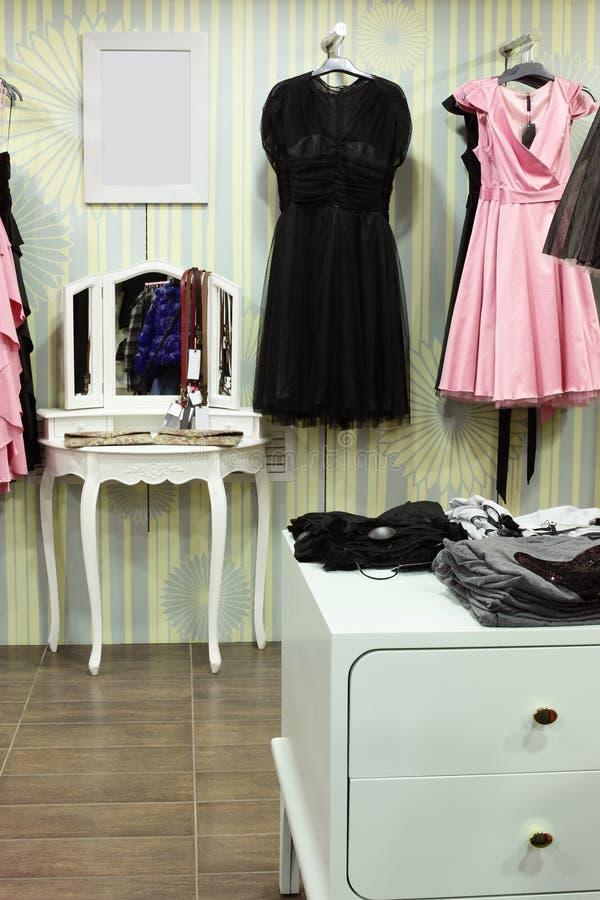 Download Совершенно новый интерьер магазина ткани Стоковое Изображение - изображение насчитывающей способ, одежды: 40575273