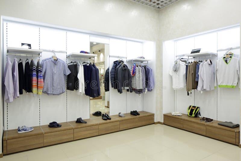 Download Совершенно новый интерьер магазина ткани Стоковое Изображение - изображение насчитывающей деталь, дело: 40575353