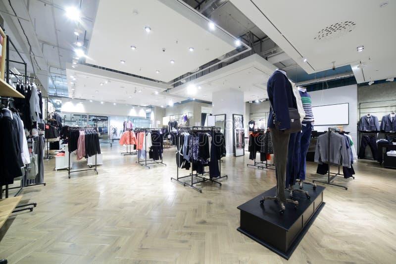 Download Совершенно новый интерьер магазина ткани Стоковое Фото - изображение насчитывающей конструкция, цвет: 40575382
