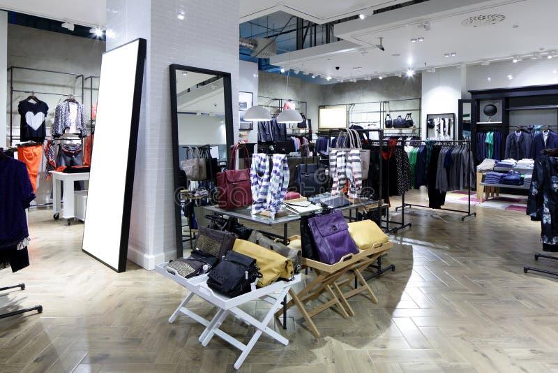 Download Совершенно новый интерьер магазина ткани Стоковое Фото - изображение насчитывающей цвет, нутряно: 40575384