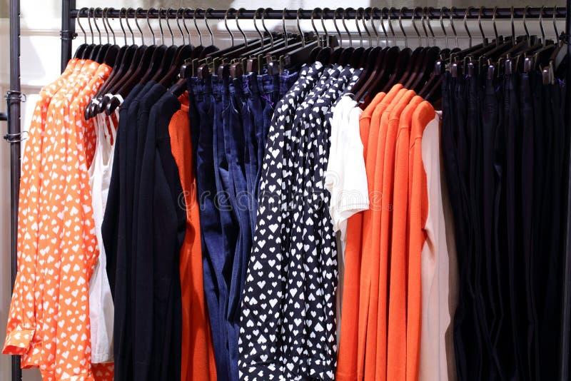 Download Совершенно новый интерьер магазина ткани Стоковое Изображение - изображение насчитывающей шикарно, lifestyle: 40575385