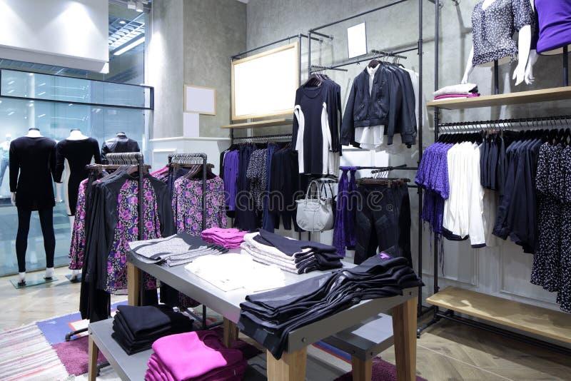 Download Совершенно новый интерьер магазина ткани Стоковое Изображение - изображение насчитывающей роскошно, воцарения: 40575387