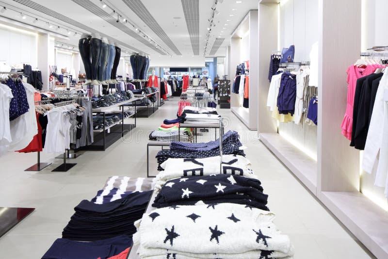 Download Совершенно новый интерьер магазина ткани Стоковое Фото - изображение насчитывающей индустрия, шлихта: 40575442