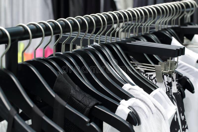 Download Совершенно новый интерьер магазина ткани Стоковое Фото - изображение насчитывающей одежды, коммерчески: 40575448