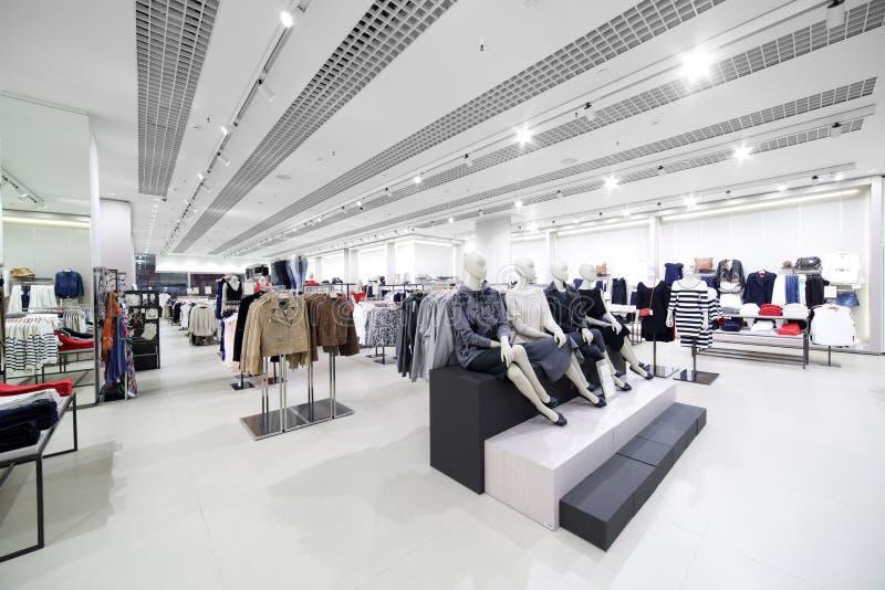 Download Совершенно новый интерьер магазина ткани Стоковое Фото - изображение насчитывающей индустрия, дело: 40575454