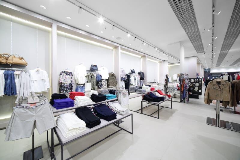 Download Совершенно новый интерьер магазина ткани Стоковое Фото - изображение насчитывающей вскользь, цвет: 40575472