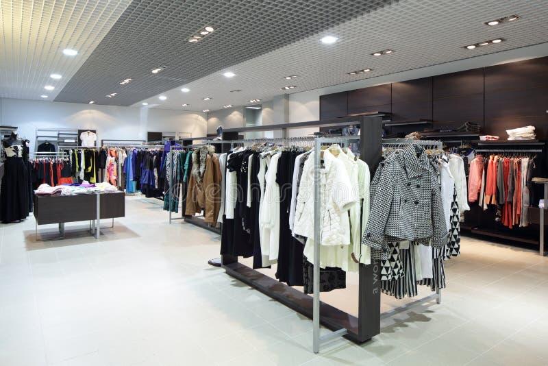 Download Совершенно новый интерьер магазина ткани Стоковое Изображение - изображение насчитывающей малыши, платье: 40575519