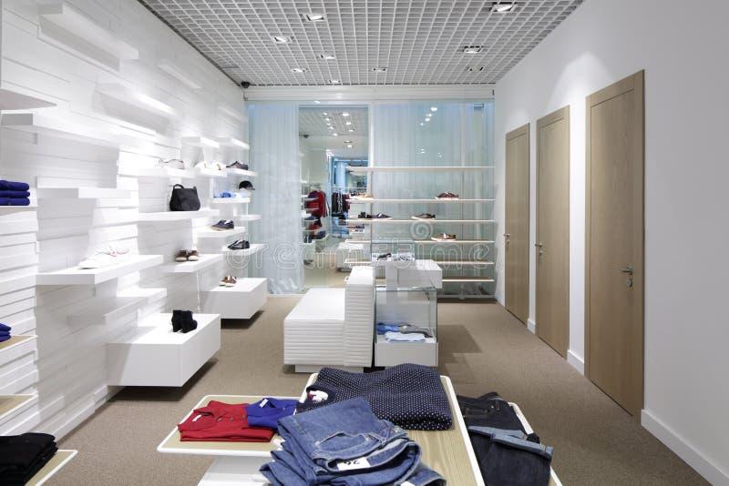 Download Совершенно новый интерьер магазина ткани Стоковое Изображение - изображение насчитывающей внутрь, backhoe: 40575567