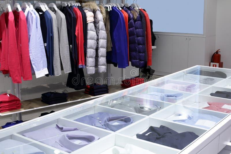 Download Совершенно новый интерьер магазина ткани Стоковое Фото - изображение насчитывающей lifestyle, роскошно: 40575588
