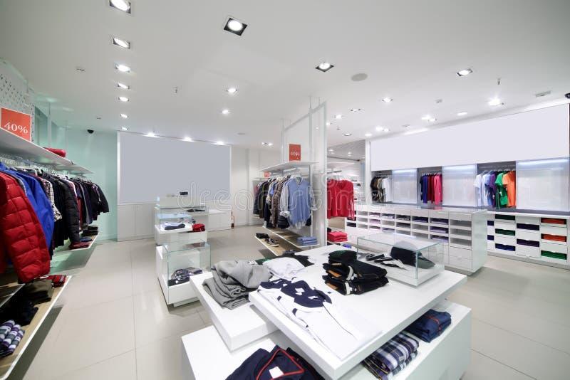 Download Совершенно новый интерьер магазина ткани Стоковое Фото - изображение насчитывающей вскользь, шлихта: 40575632