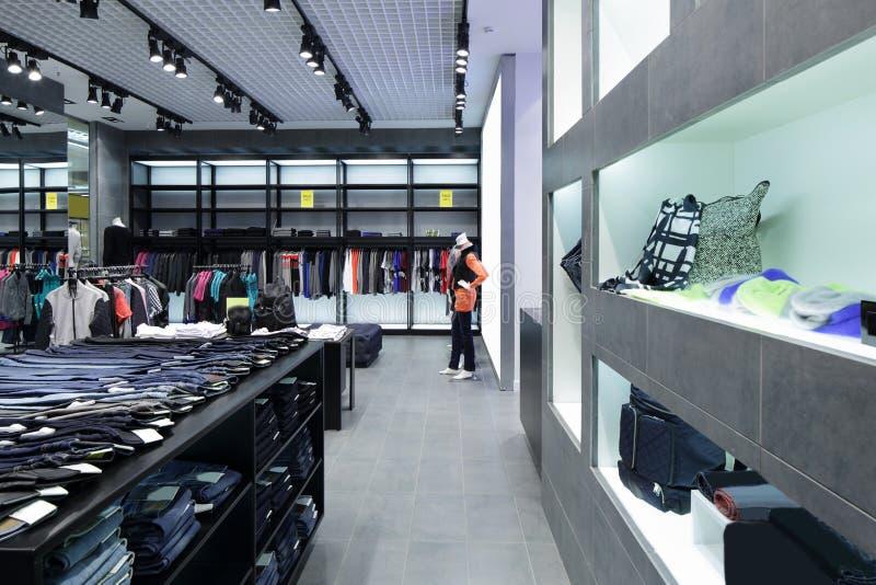 Download Совершенно новый интерьер магазина ткани Стоковое Фото - изображение насчитывающей ares, индустрия: 40575646