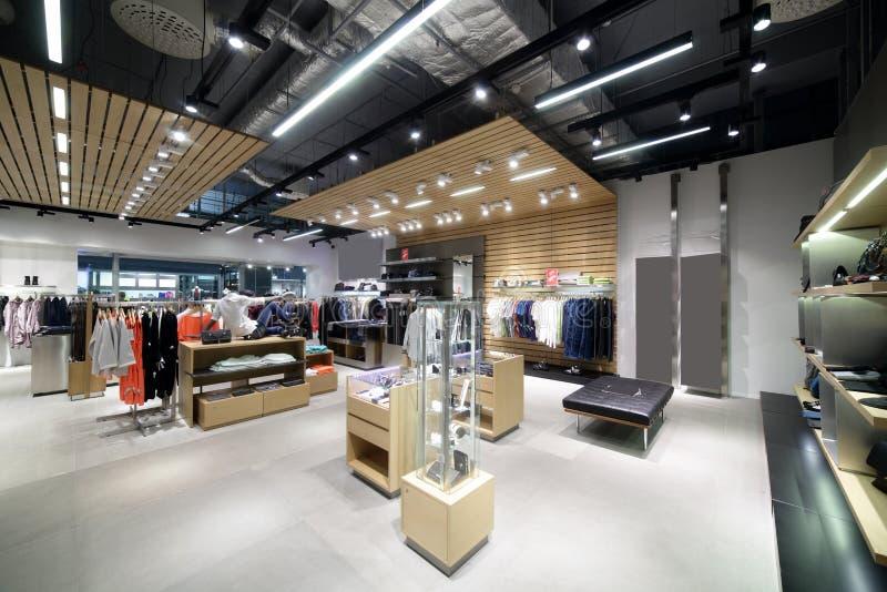 Download Совершенно новый интерьер магазина ткани Стоковое Фото - изображение насчитывающей вскользь, стекло: 40575650
