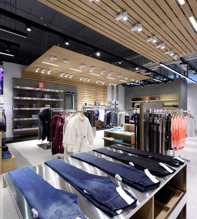 Download Совершенно новый интерьер магазина ткани Стоковое Изображение - изображение насчитывающей элегантность, шлихта: 40575663