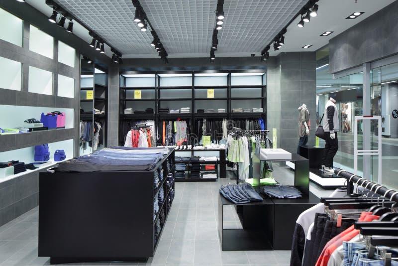Download Совершенно новый интерьер магазина ткани Стоковое Изображение - изображение насчитывающей внутрь, вскользь: 40575837