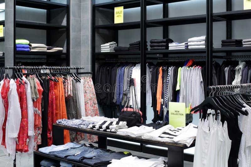 Download Совершенно новый интерьер магазина ткани Стоковое Изображение - изображение насчитывающей платье, конструкция: 40575841