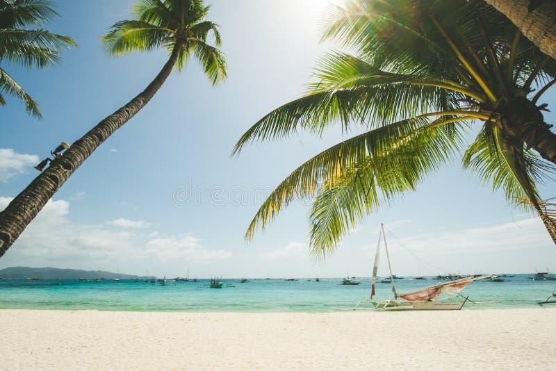 Совершенный пляж с белым песком в Boracay, Филиппинах стоковая фотография