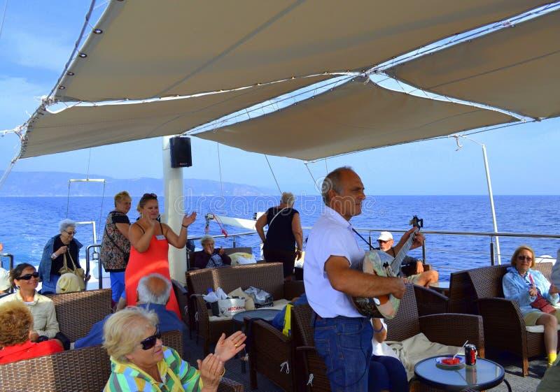 Совершитель в реальном маштабе времени bouzouki туристического судна стоковое фото rf