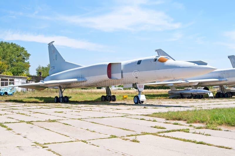 Советская обратная вспышка Туполева Tu-22M бомбардировщика НАТО показала на музее авиации положения Zhuliany в Kyiv, Украине стоковые фотографии rf