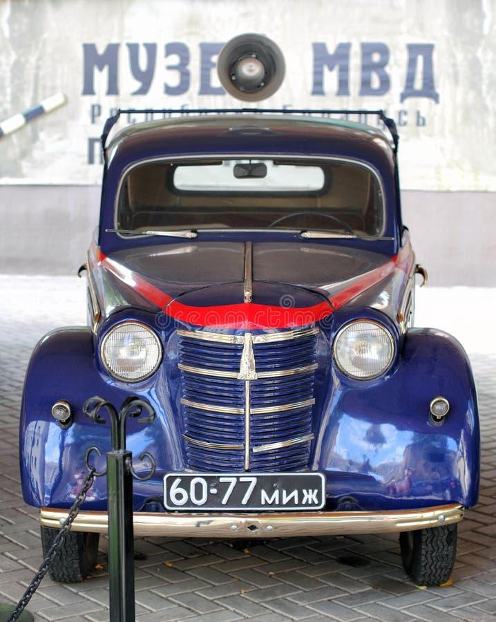 Советская ретро полицейская машина Moskvich-401 1954 стоковое фото