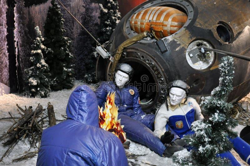 Советские космонавты приземлялись в taiga, надеются помощь план стоковые изображения rf