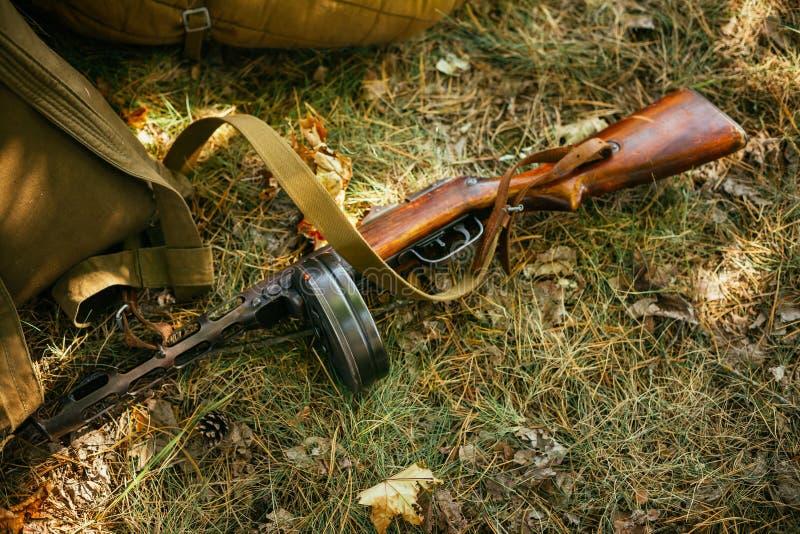 Советские русские воинские боеприпасы - пистолет-пулемет мировой войны стоковая фотография rf