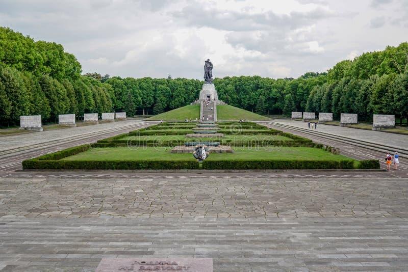 Советский военный мемориал, парк Treptower, Берлин, Германия стоковая фотография rf