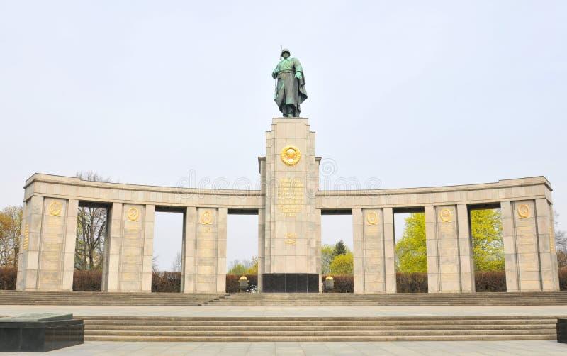 Советский военный мемориал в Берлине, Германии стоковое фото rf