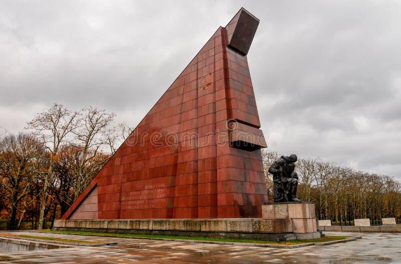 Советский военный мемориал в парке Treptower, Берлине, Германии стоковое изображение