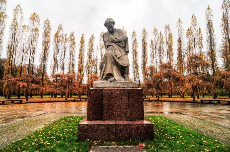 Советский военный мемориал в парке Treptower, панораме Берлина, Германии стоковая фотография