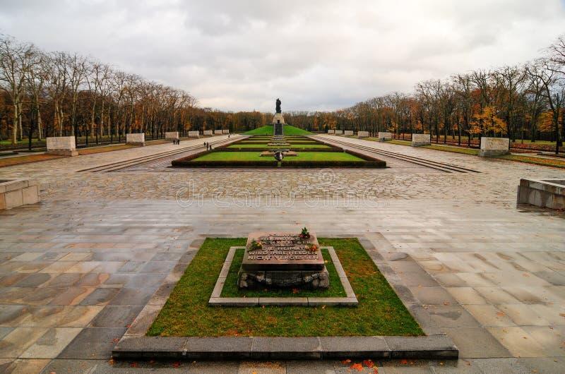 Советский военный мемориал в парке Treptower, панораме Берлина, Германии стоковые изображения
