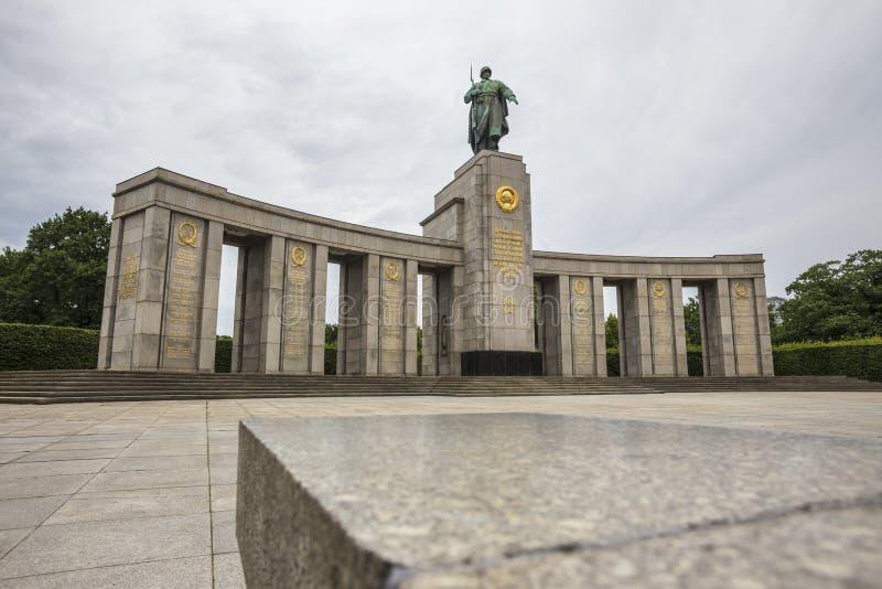 Советский военный мемориал tiergarten Берлин Германия стоковые изображения rf