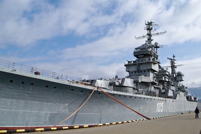 Советский крейсер Mikhail Kutuzov в Novorossiysk, России Последний крейсер Sverdlov-класса стоковое фото rf