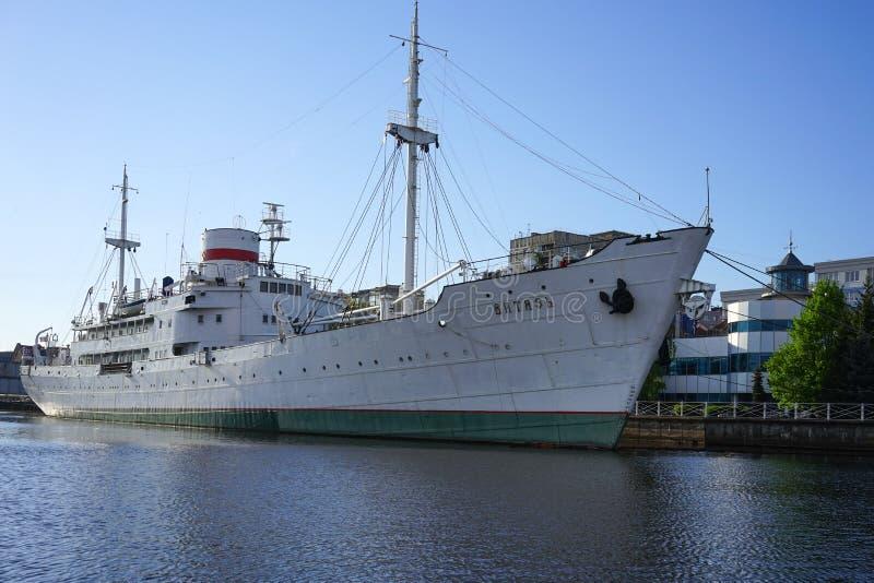Советское исследовательское судно Vityaz в музее Мирового океана, расположено на набережной реки Pregolya стоковое изображение rf