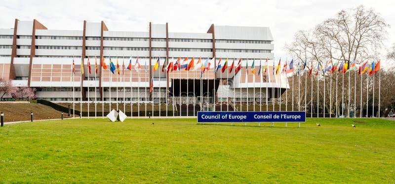Совет Европы с флагом полу-рангоута летания России стоковое изображение rf