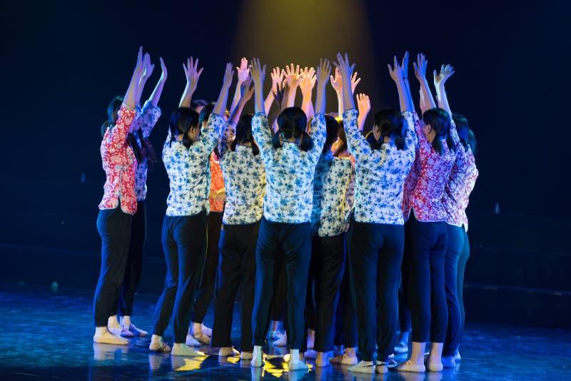 Совместная центростремительная драма танца сил-сирени стоковая фотография rf