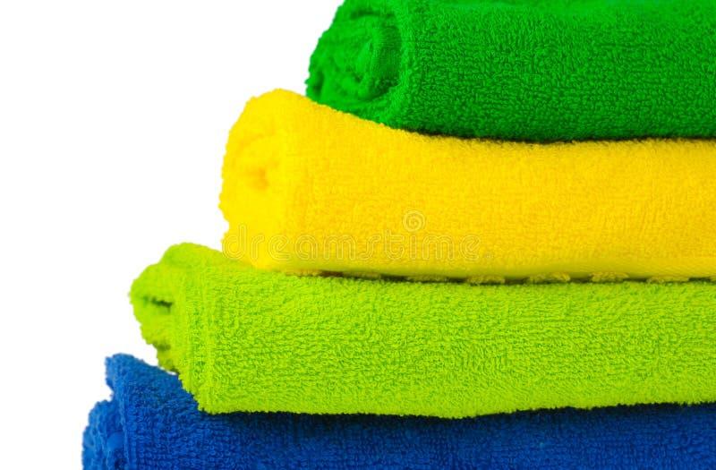 совмещенные цветом полотенца terry кучи стоковая фотография rf