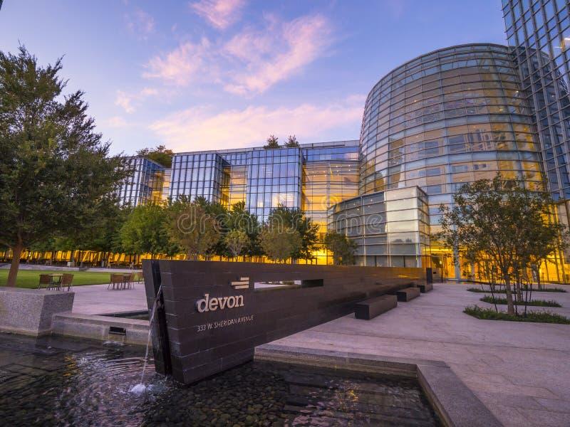 Современная архитектура зданий энергии Девона в Оклахомаа-Сити - ОКЛАХОМАА-СИТИ - ОКЛАХОМА - 18-ое октября 2017 стоковое фото