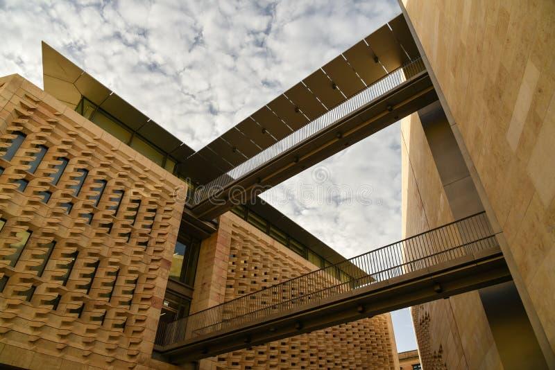 Современная архитектура, парламент Валлетты расквартировывает, Мальта стоковое фото