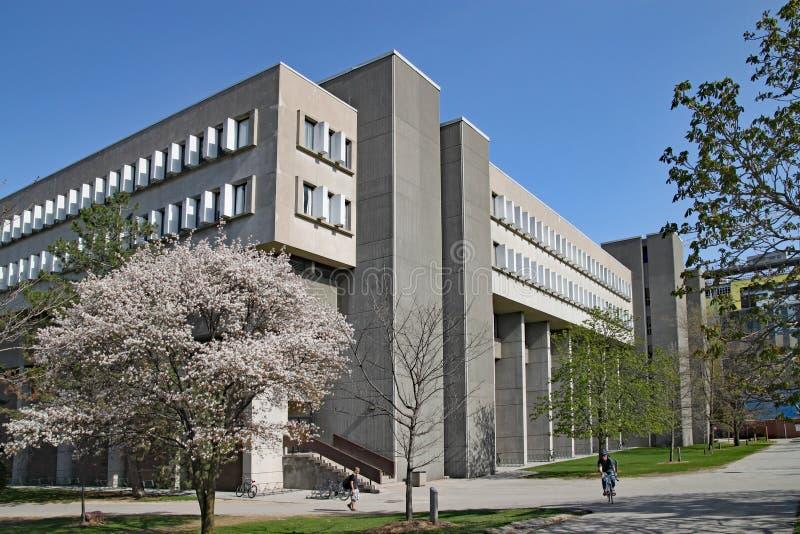 современная архитектура университета, университет Ватерлоо, Канады стоковая фотография rf