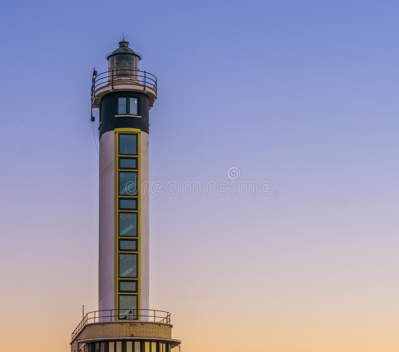 Современная бельгийская архитектура в гавани Blankenberge, Бельгии, маяка на доках стоковое фото rf