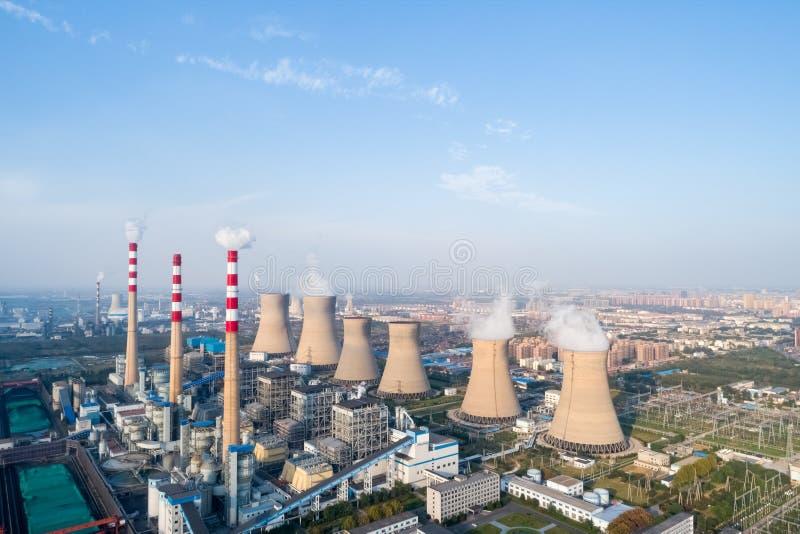 Современная большая электрическая станция тепловой мощности стоковое фото rf