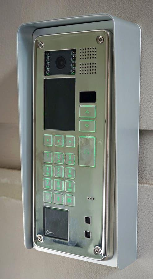 Современная внутренная связь с видео- функцией дверного звонока стоковые изображения