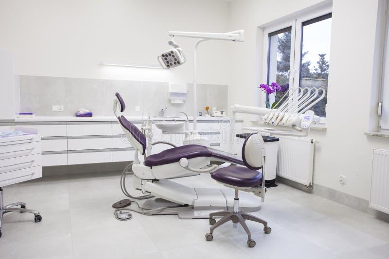 Современная зубоврачебная практика стоковое изображение