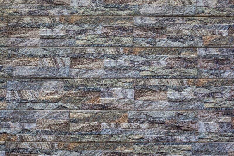 Современная каменная предпосылка кирпичной стены текстура камня утеса мха стоковая фотография