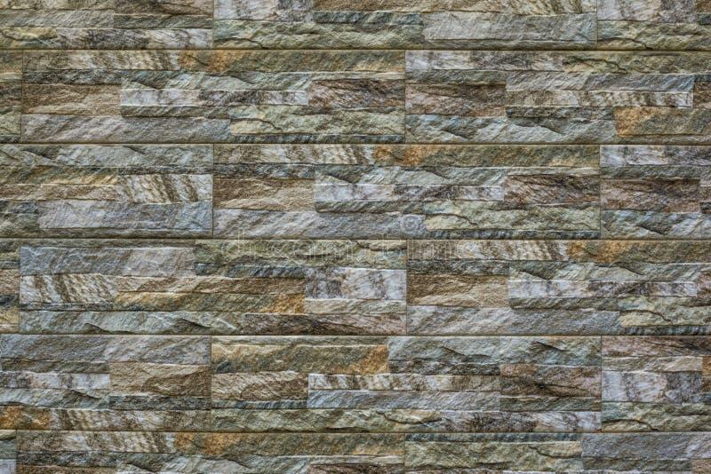 Современная каменная предпосылка кирпичной стены текстура камня утеса мха стоковое фото